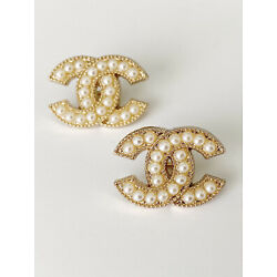 Kyпить 2 Pearl And Gold Aurhentic Stamped Chanel Buttons на еВаy.соm