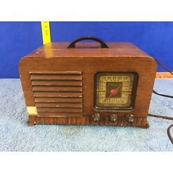 Kyпить Philco 40-120 Tabletop Vintage Tube Radio UNTESTED BAD CORD  на еВаy.соm