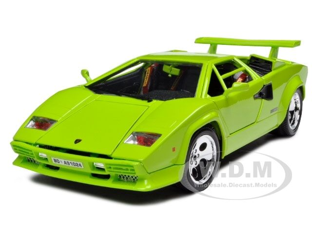 lamborghini countach 5000 green 1 18 diecast model car by. Black Bedroom Furniture Sets. Home Design Ideas
