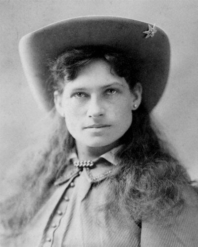annie oakley 1 Annie and tagg return from raising money for charity with a circus sideshow when they are robbed by someone calling himself the welshman annie recovers part of the money, then she and lofty lay a trap with one last performance.