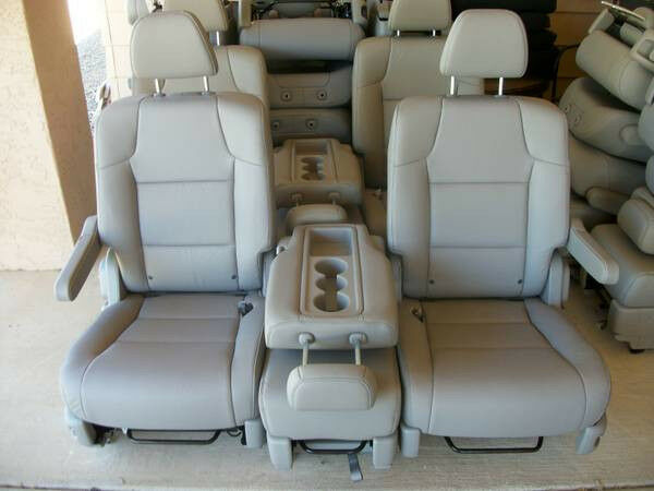 Truck bucket seats with console