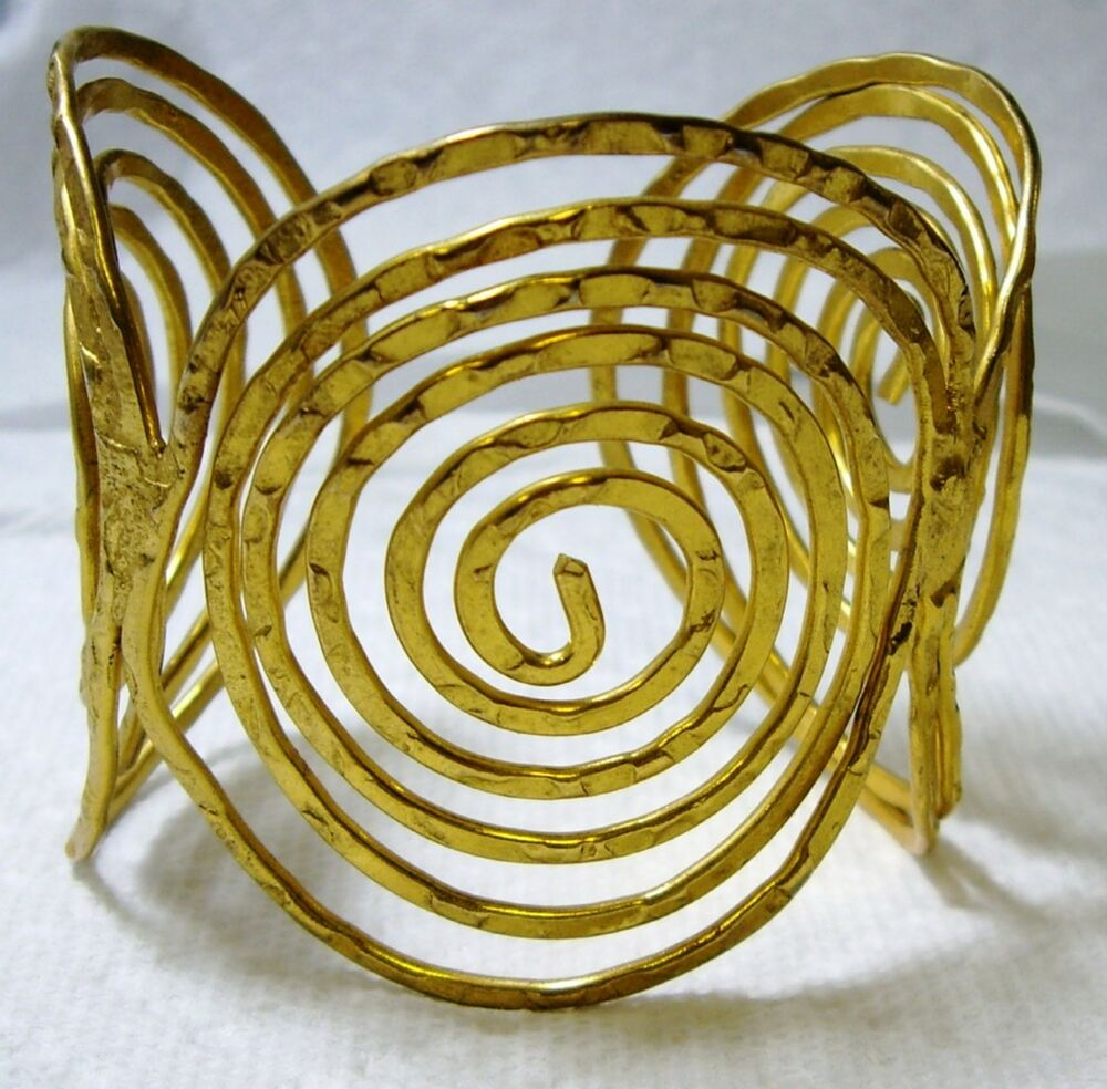 Large hand made textured gold tone concentric circle cuff