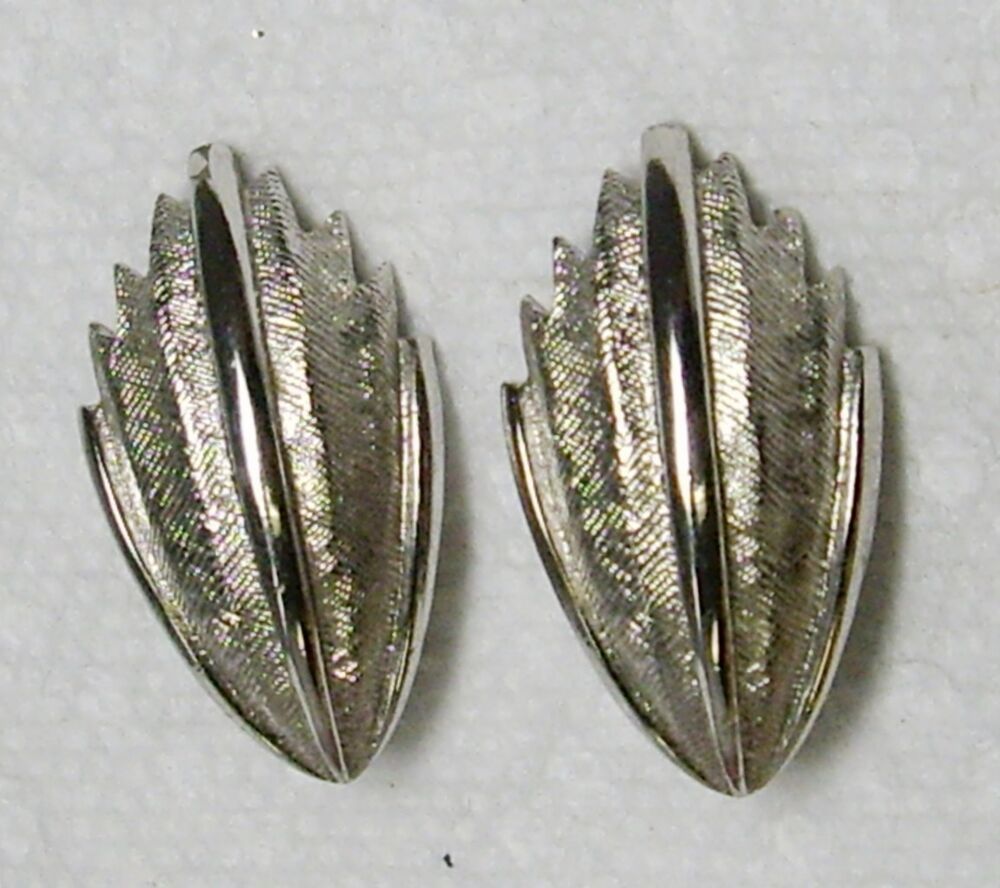 vintage monet silver tone curved clip earrings 1 quot ebay