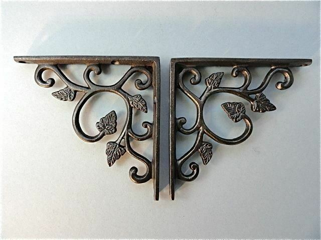 A PAIR OF SMALL CAST IRON LEAF ANTIQUE STYLE SHELF