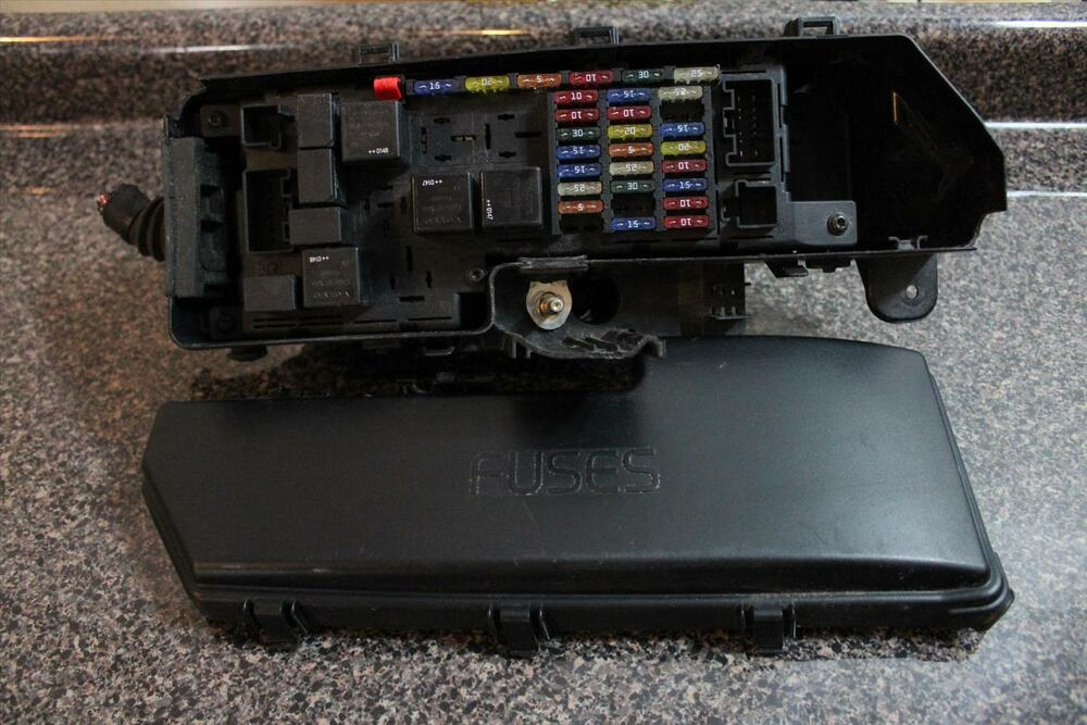 2002 volvo s60 non turbo engine fuse box with cover. Black Bedroom Furniture Sets. Home Design Ideas