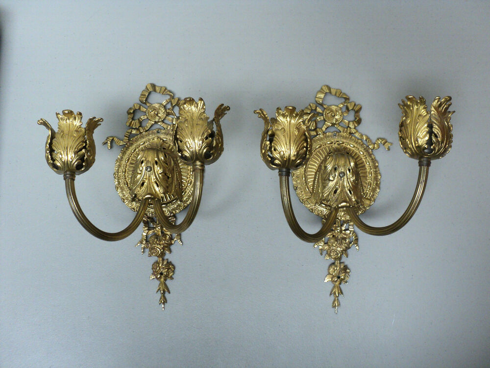 ORNATE PAIR 19th C. ANTIQUE FRENCH GILT BRONZE WALL MOUNT CANDELABRAS / SCONCES