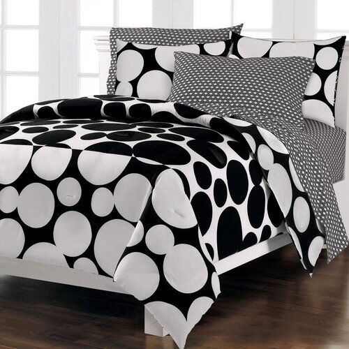 Bedroom 7 Piece Black White Polka Dot Queen Reversible