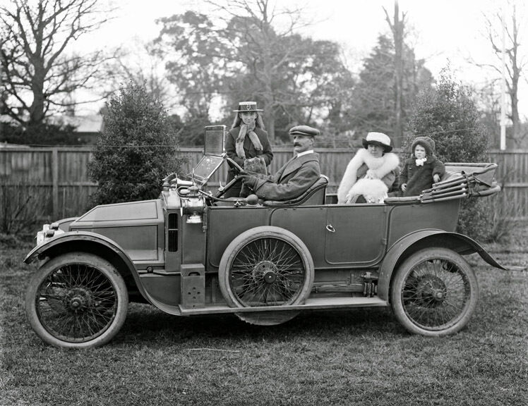 1915 family posing in a siddeley deasy motor car 14 x 11 for Family motors used cars