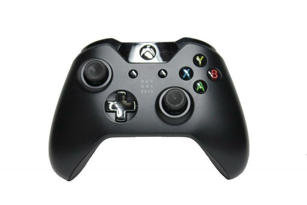 genuine microsoft xbox one day one controller 2013 vg. Black Bedroom Furniture Sets. Home Design Ideas