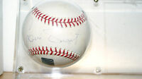 2001 Topps Archives Reserve Luis Tiant autograph baseball with topps # hologram