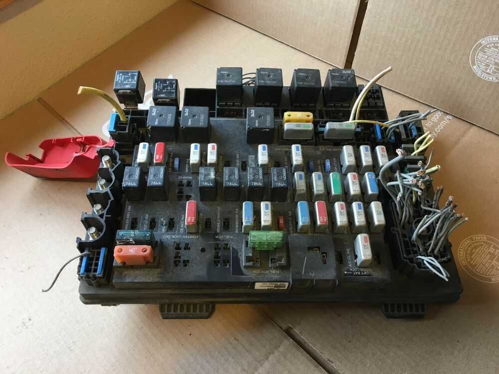 2006 Freightliner Columbia Dash Fuse Box Assembly A06