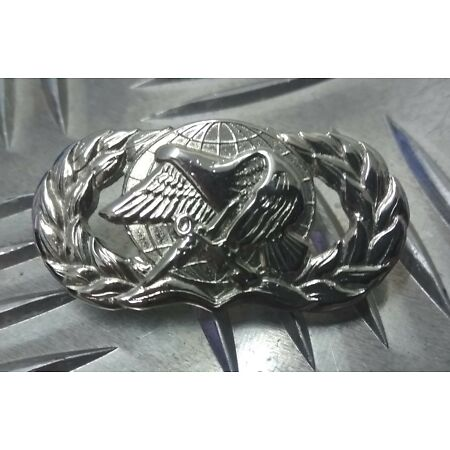 img-Genuine USAF U.S Air Force Supply & Fuels Metal Pin Badge Un-Issued - USAFB1A
