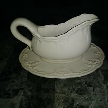 Elios White Ceramic gravy boat with an underplate.