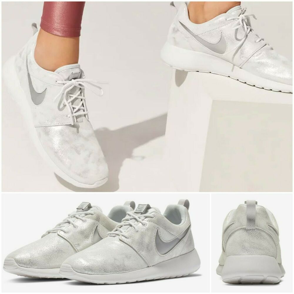 the latest 09c5f eede3 Details about NEW NIKE Roshe One Premium Metallic Platinum Women s Shoes  Size US 6 EU 36.5