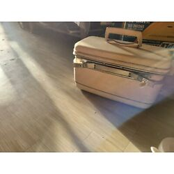 Kyпить White Vintage Samsonite Silhouette Cosmetic/Make-up/Train Case  with key на еВаy.соm