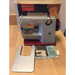 Kyпить Vintage Vulcan Classic Childs Electric Sewing Machine Boxed With Instructions на еВаy.соm