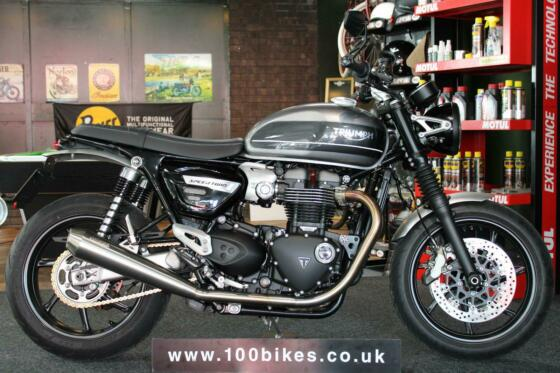 2019/69 TRIUMPH SPEED TWIN 1200cc LOADED WITH EXTRAS 2,300 MILES