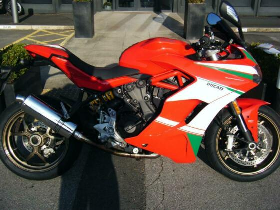 DUCATI SUPERSPORT - 2017-17- ONLY 3104 MILES - 1 OWNER