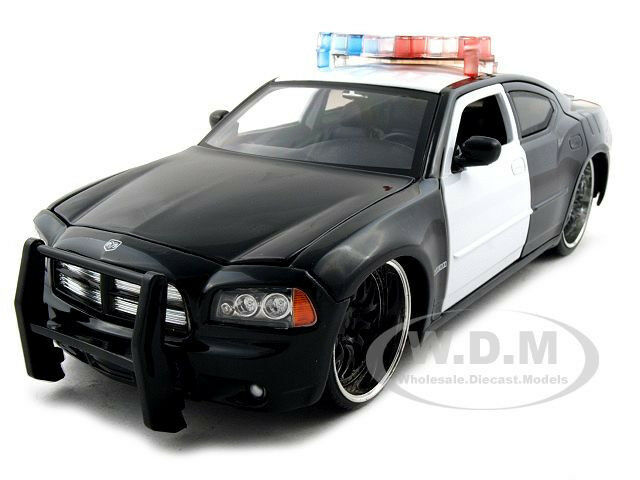 Jada Toys 2006 Dodge Magnum Rt 124 Scale: 2006 DODGE CHARGER R/T UNMARKED POLICE CAR 1:24 BLK/WHT BY