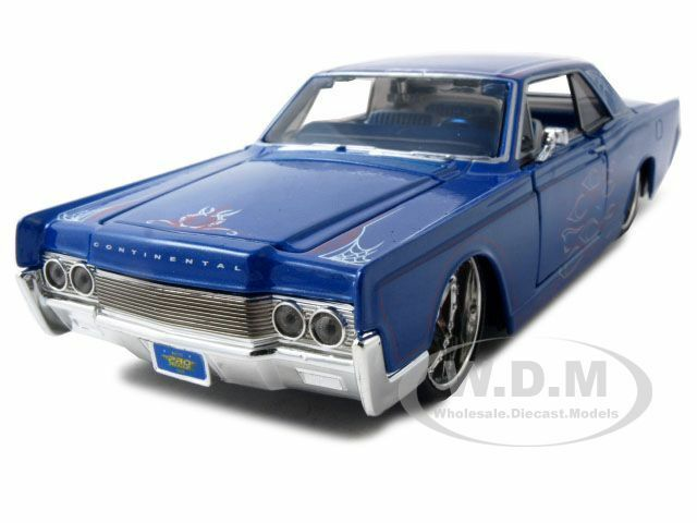 1966 lincoln continental blue 1 26 diecast model car by maisto 31037 ebay. Black Bedroom Furniture Sets. Home Design Ideas