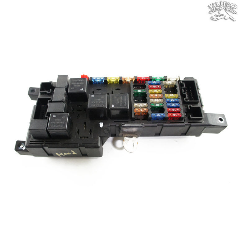 engine hood fuse relay box volvo xc70 v70 s60 2001 01 02. Black Bedroom Furniture Sets. Home Design Ideas