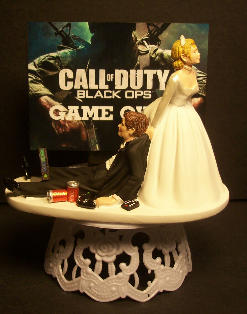 video game wedding cake toppers me and groom wedding cake 21592