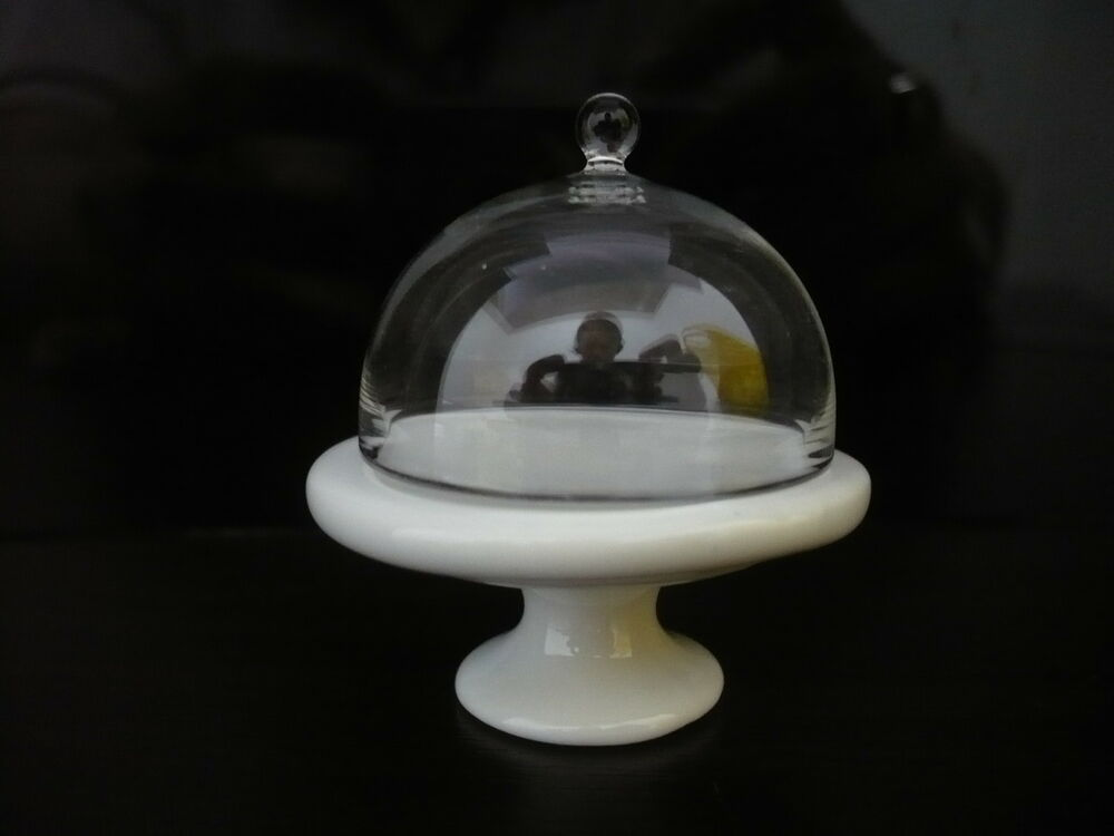 35 Mm White Ceramic Cake Stand With Glass Domed Top