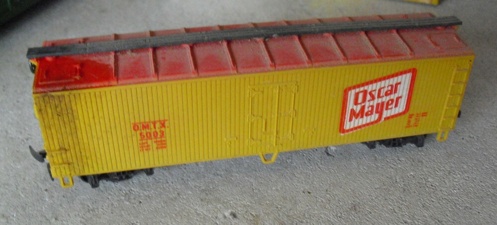 Ho Garx 37 Meat Refrigerator Car Second Release moreover 322037261782 further Tmcc Controlled Oscar Mayer Wienermobile additionally Showthread moreover 381731841588. on oscar mayer trains