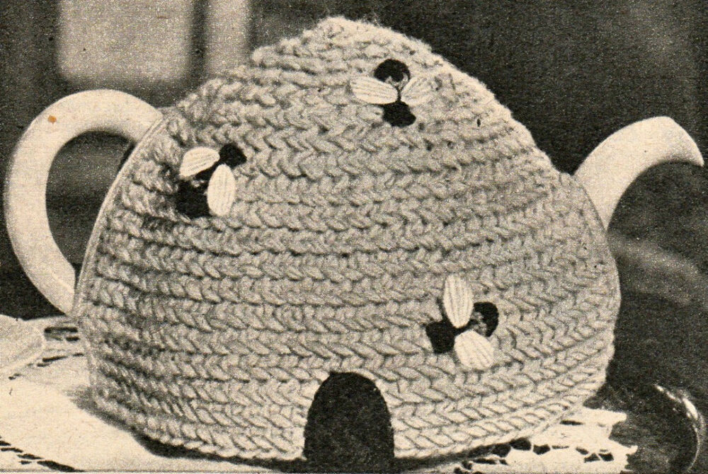 Vintage Tea Cosy Knitting Patterns Free : How to make a vintage bee beehive easy tea cosy cozy