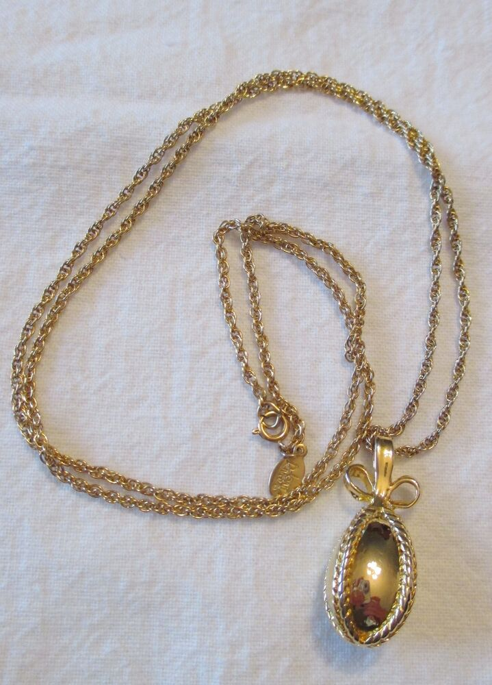 Joan rivers gold egg w bow pendant gold tone necklace ebay for Joan rivers jewelry necklaces