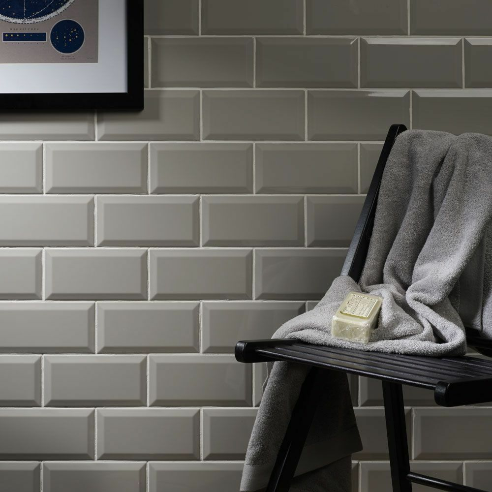 Gloss light grey metro bevelled edge ceramic wall tiles 10 for Carrelage metro blanc