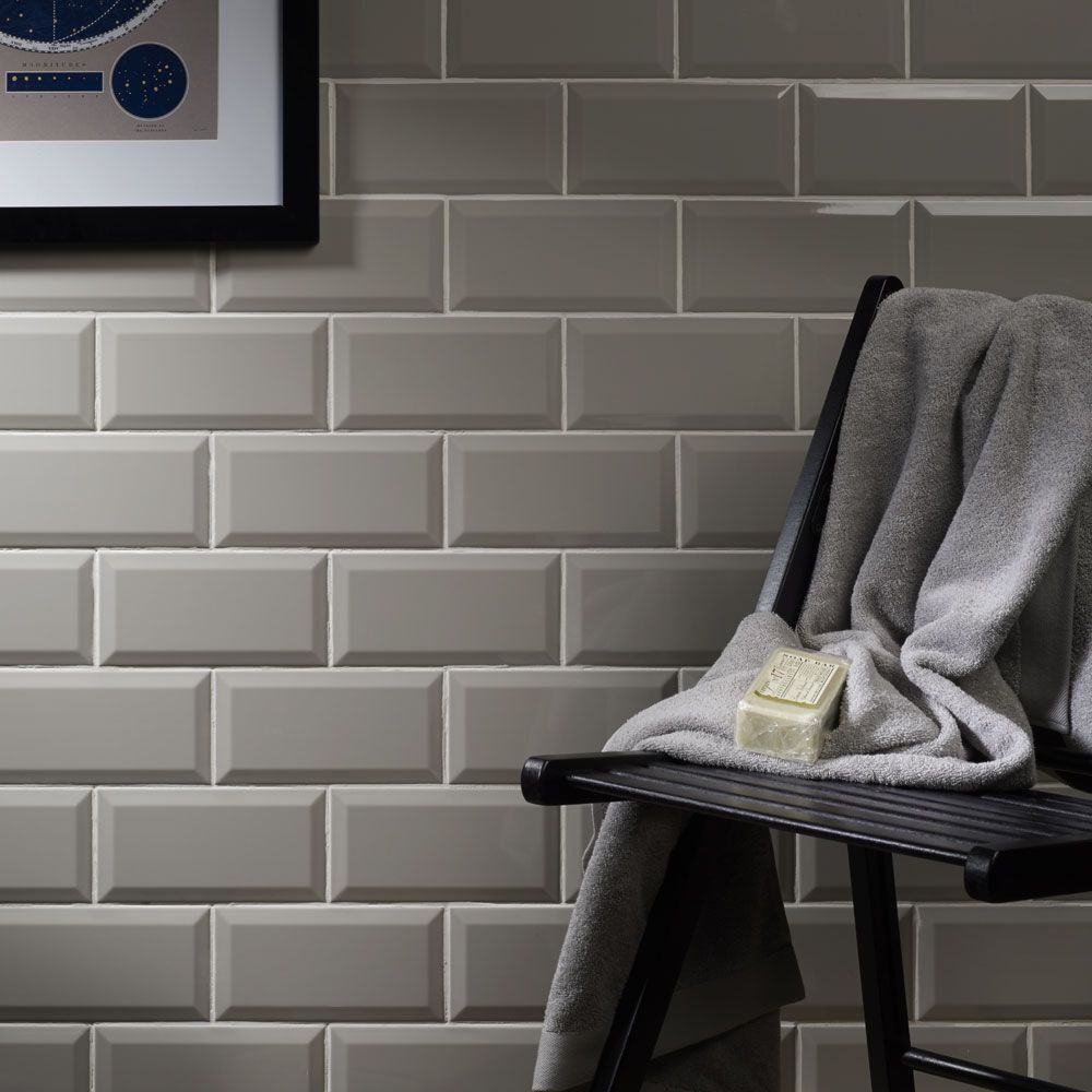 gloss light grey metro bevelled edge ceramic wall tiles 10 x 20cm 1m 50 tiles ebay. Black Bedroom Furniture Sets. Home Design Ideas