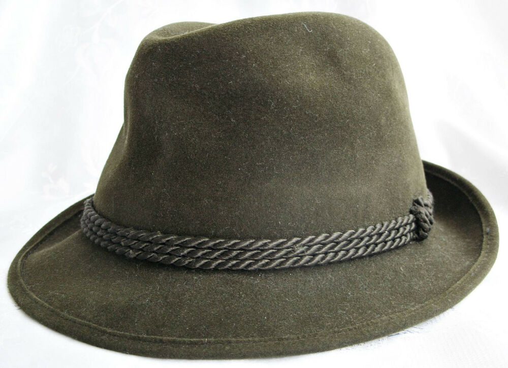 Packed with large fedoras, pork pie hats, safari hats, bucket hats, ivy caps, newsboy caps, derby caps and more, you're sure to find a style in our selection that fits your head size and personal style when you buy big head men's hats.