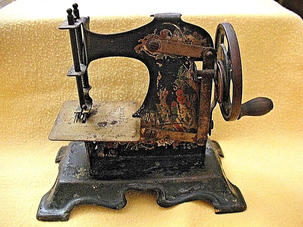 german made casige vines berries toy sewing machine vintage original antique ebay. Black Bedroom Furniture Sets. Home Design Ideas