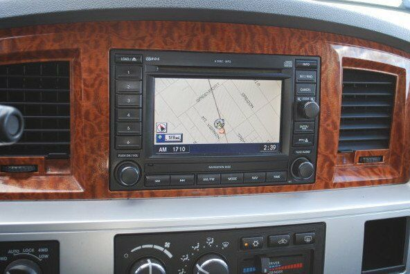 S L on 2006 Dodge Durango Interior