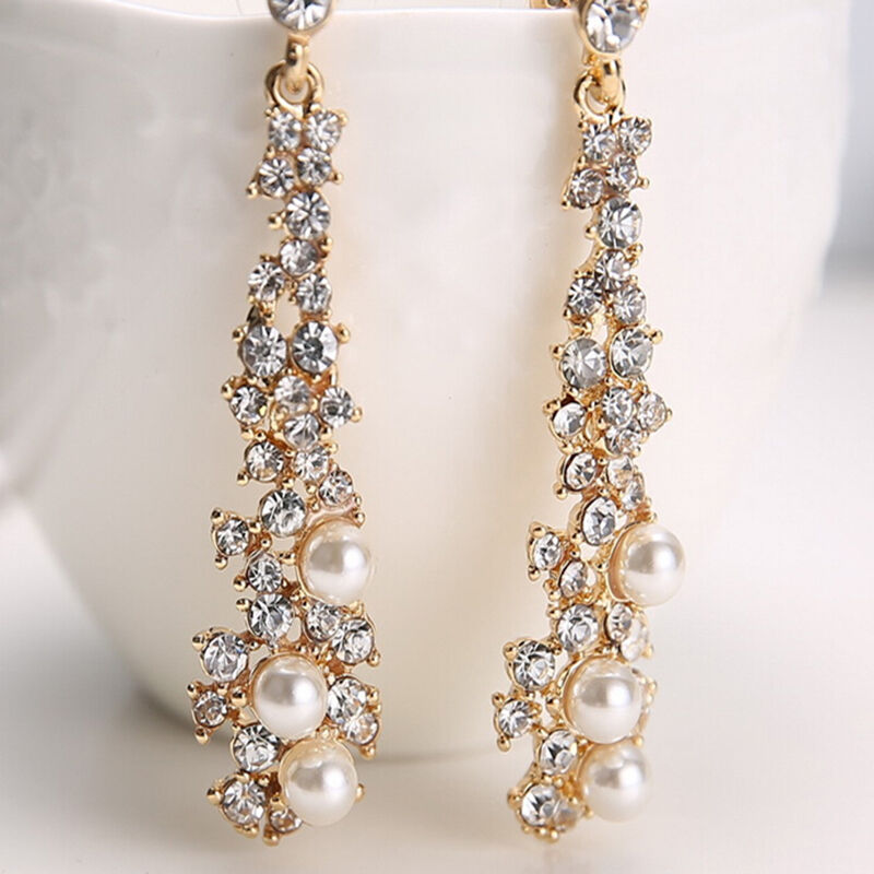 Innovative She Also Wore Diamond And Emerald Drop Earrings, A Wedding Gift From The  Who Were Part Of The Wedding Party, Climbed Up T