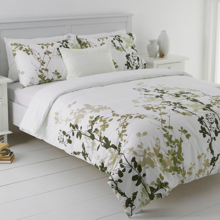 Queen quilt covers are a little wider at cm width and cm length and are ideal if you want a little more cover on the bed. Queen size quilt covers also come with two pillowcases. King-size quilt covers measure about cm in width and cm in length and are suitable for queen-size and king-size beds, with two pillowcases making up the set. Super King quilt covers are the largest size on offer and .