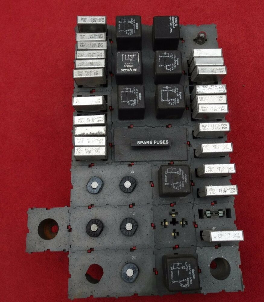 peterbilt 379 fuse circuit breakers box assembly relays 330 357 375 377 378 385 ebay
