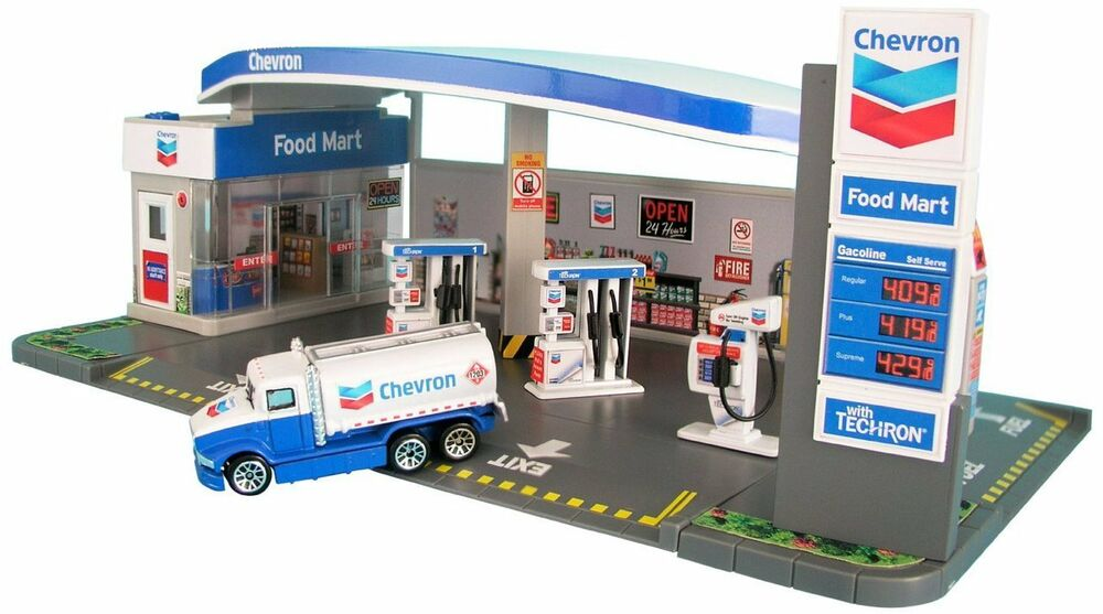 Chevron Gas Station Diorama And Food Mart With Car 1 64