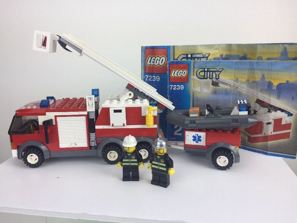 Lego City 7239 Fire Engine Boat Rescue Set 2 Minifigures With