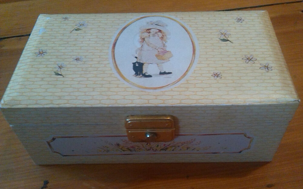 Vintage Twirling Holly Hobbie Musical Wind Up Jewelry Box American