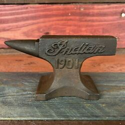 Kyпить Indian Motorcycles 1901 Anvil With Antique Finish and Raised Letters Paperweight на еВаy.соm