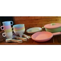 KidKraft 27-Piece Pastel Cookware Set, Plastic Dishes and Utensils for Play 18
