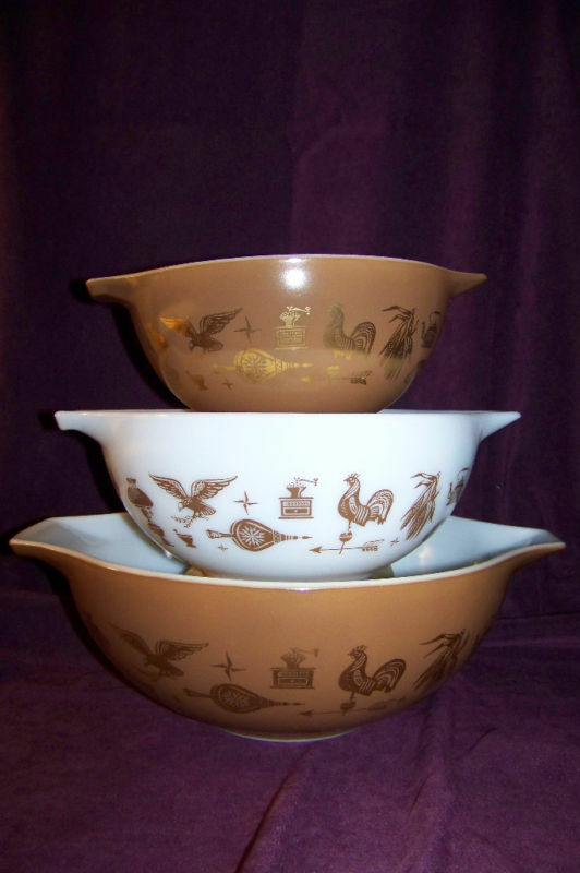 pyrex early american 3 pc nested glass mixing bowl set cinderella handles ebay. Black Bedroom Furniture Sets. Home Design Ideas