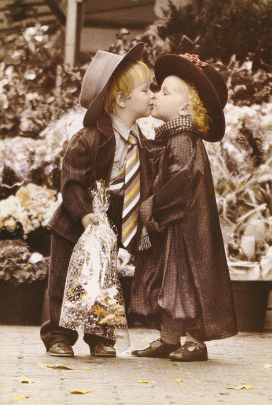 Poster Photo Young Love Small Boy Girl Kissing Free