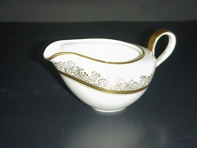 hutschenreuther porcelain creamer bavaria germany pasco gold trim 9032 ebay. Black Bedroom Furniture Sets. Home Design Ideas