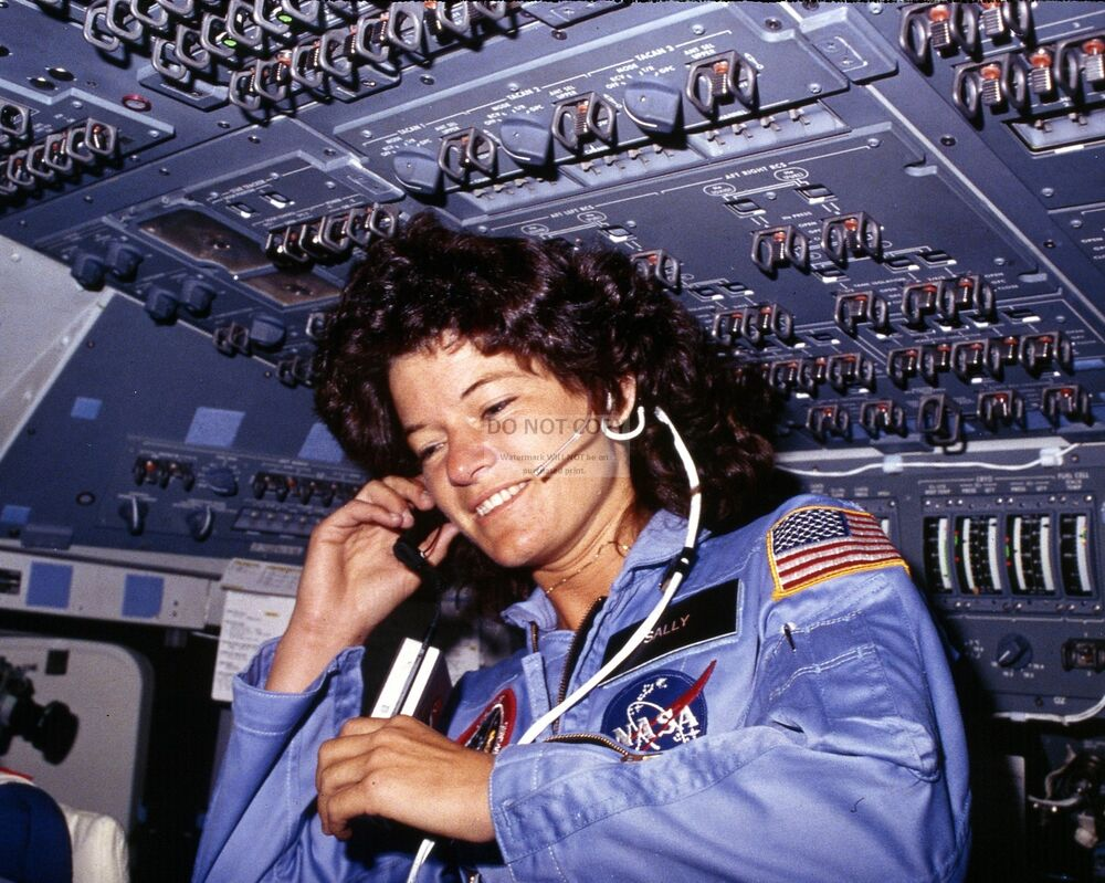 SALLY RIDE NASA ASTRONAUT ON SPACE SHUTTLE CHALLENGER 1983 ...