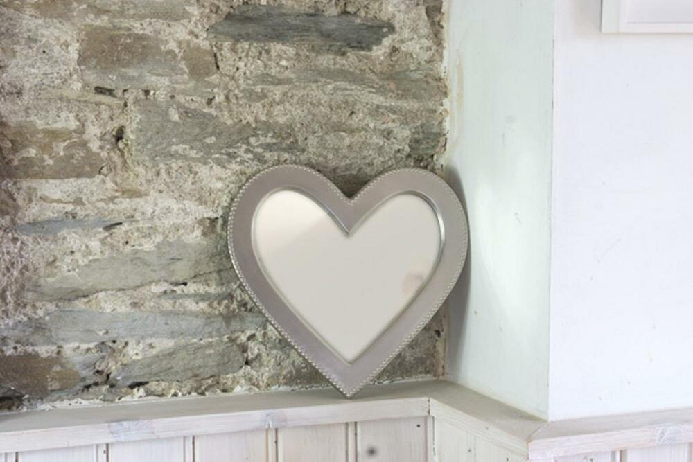 Biggin And Sage Heart Shaped Mirror Sturdy Metal Frame