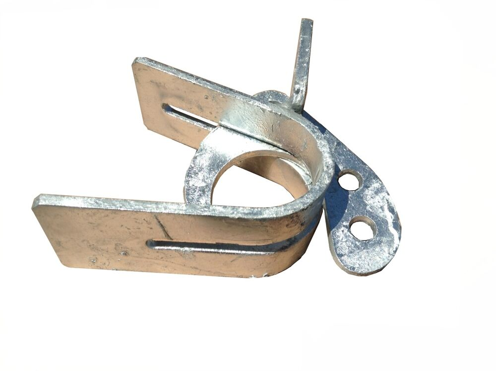 Chain link fence rolling gate offset latch for