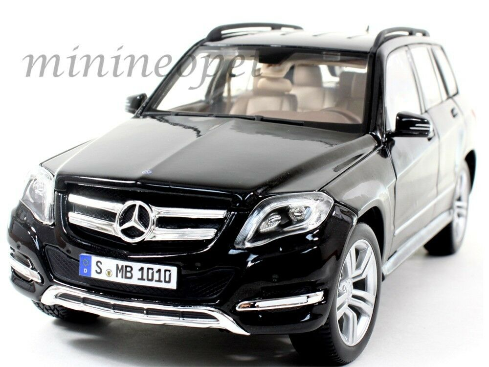 Maisto 36200 mercedes benz glk class suv 1 18 diecast for Diecast mercedes benz